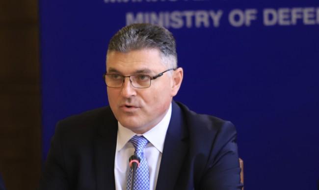 Военният министър: Майор Терзиев не е докладвал за проблеми с МиГ-а