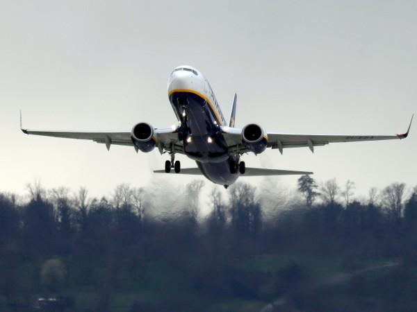 Британският авиационен регулатор разследва дали Ryanair и British Airways са