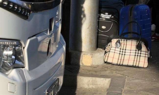 Сапьори пристигнаха на автогара Бургас заради съмнителен куфар