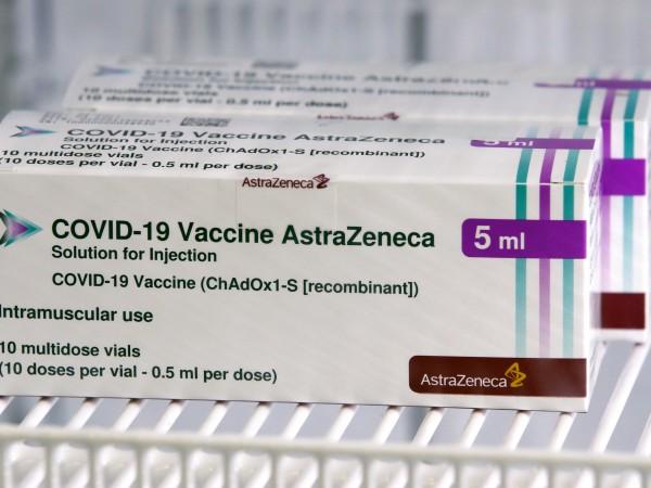 """Хората, получили ваксината срещу COVID-19, произведена от """"АстраЗенека"""", имат леко"""