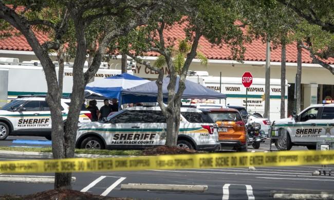 Застреляха двама възрастни и дете в магазин във Флорида