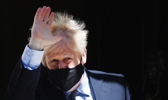 След падането на ограниченията, британската икономика нарасна с 2.3%