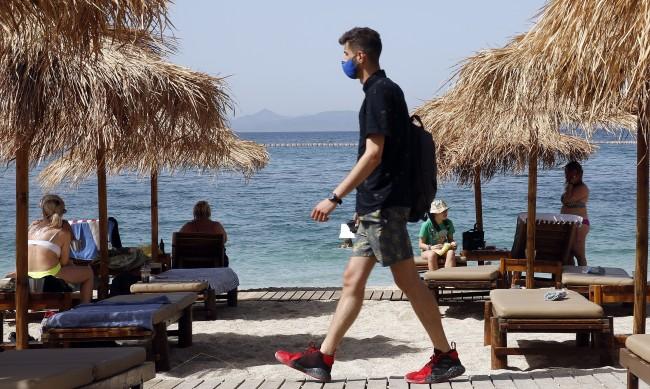 Гърция отпуска мерките, вечерният час до края на юни