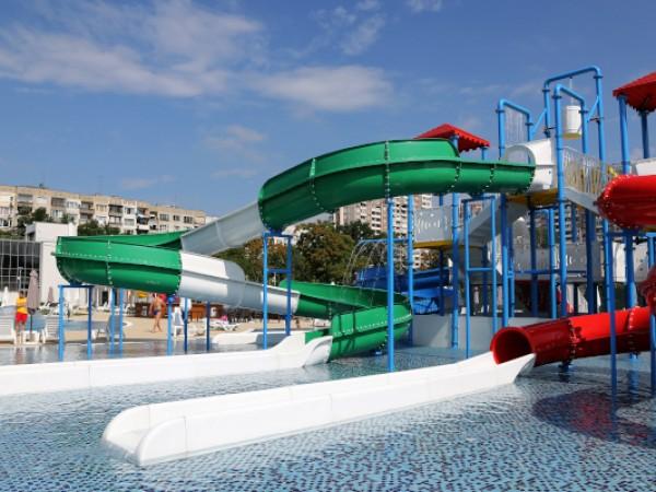 """От днес откритите басейни и пързалки в аквапарк """"Възраждане"""" в"""