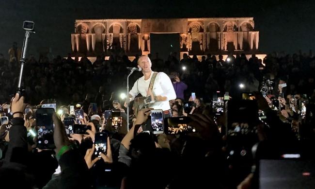 Крис Мартин от Coldplay ще търси фенове на Луната