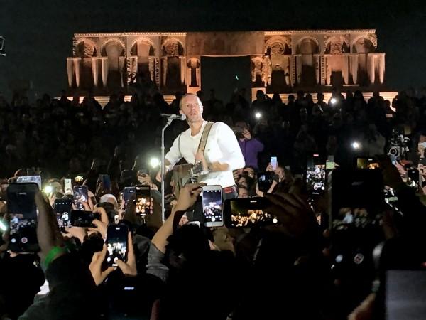 Крис Мартин иска да свири на Луната с групата си