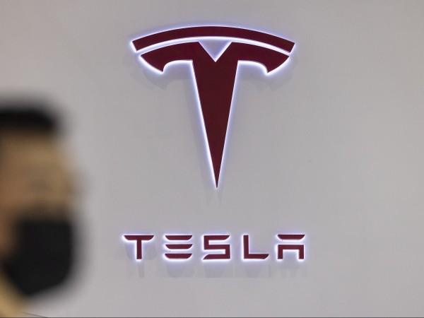 Най-бързата, най-мощна и най-иновативна Tesla вече е на пазара. Компанията