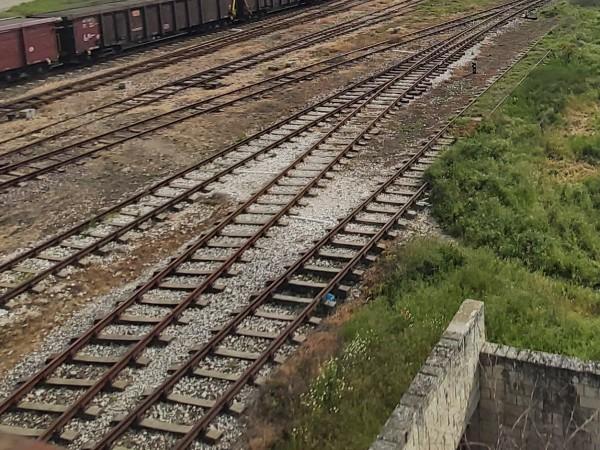 Все още не е освободена за движение жп линията край