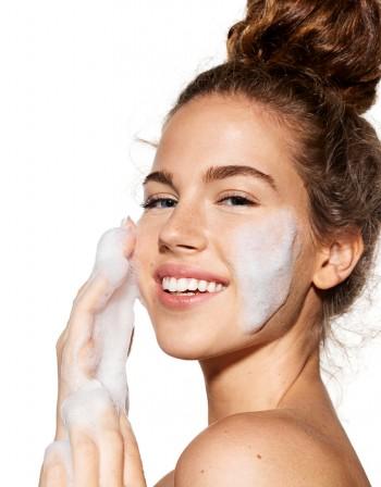 Как да се грижите за кожата си в 20-те си години?
