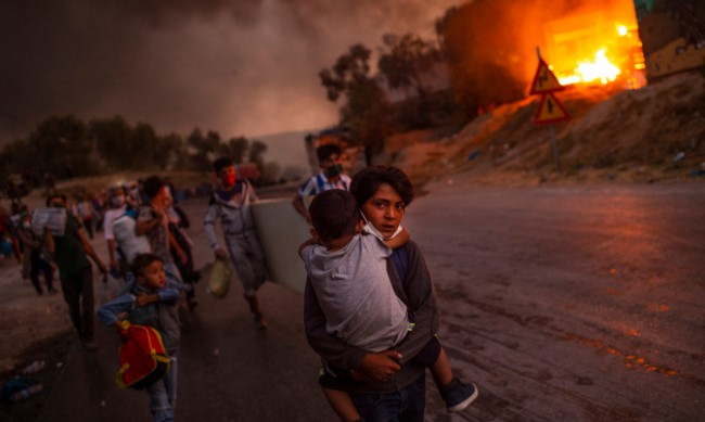 Афганистанци виновни за пожарите в лагера в о. Лесбос