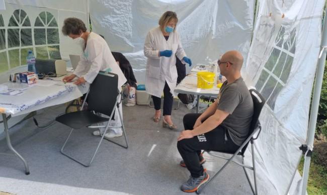 456 души се ваксинираха днес на открито в София