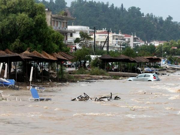 Един човек загина при наводнения в района на Солун, които