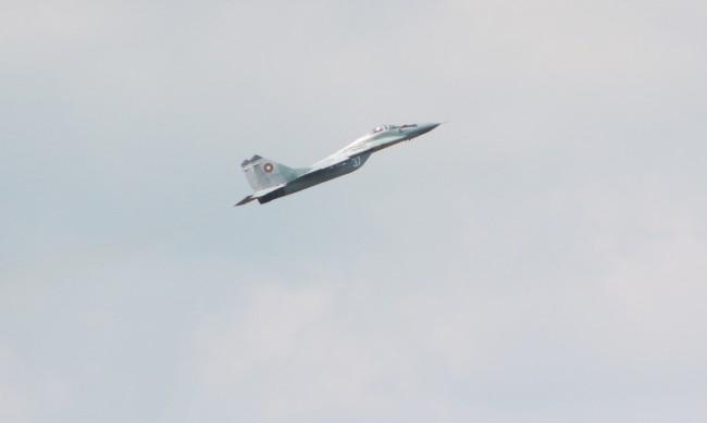 """Продължа издирването на """"черната кутия"""" на падналия МиГ-29"""