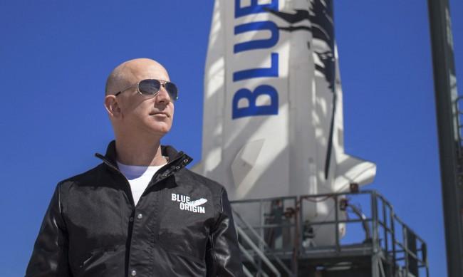 Джeф Безос лети в Космоса на 20 юли