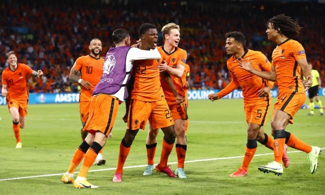 Нидерландия победи драматично Украйна в голов трилър