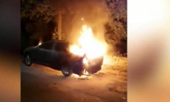 Запалиха колата на учителя от Разлог, спасил дете