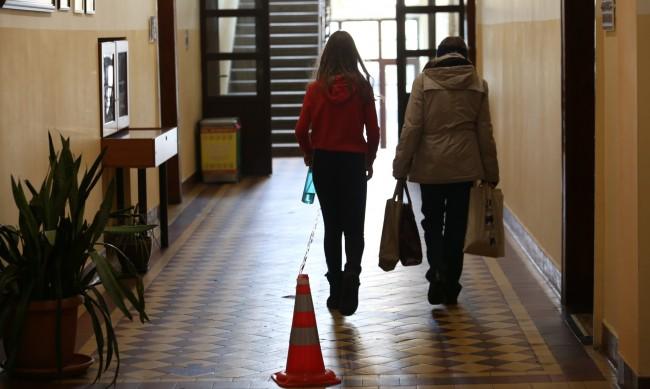 Училища и градини с високи резултати без бонуси заради пандемията