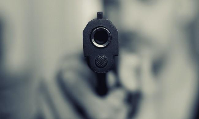 22-годишен изстреля 8 куршума по жена в Студентски град
