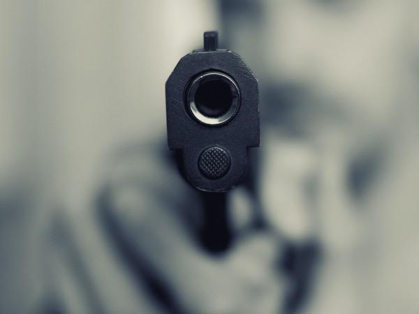 22-годишен младеж стреля по жена в Студентски град в София.Софийска