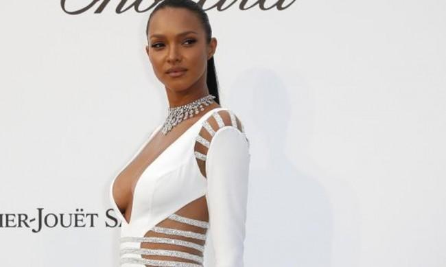 Ангелът на Victoria's Secret Лайс Рибейро обикаля Африка