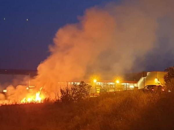 Голям пожар е станал в базата на земеделска кооперация в