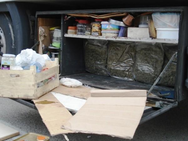 Митнически служители задържаха марихуана и кокаин в камион, влизащ в