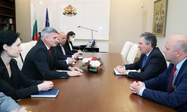Премиерът обсъди сътрудничеството в ЕС и НАТО с испанския посланик