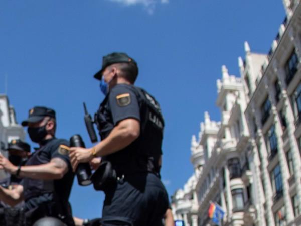 Стотици протестираха срещу домашното насилие в цяла Испания в понеделник,
