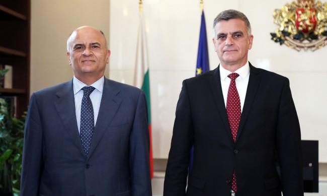 Янев пред гръцкия посланик: Всички ГКПП-та да бъдат отворени