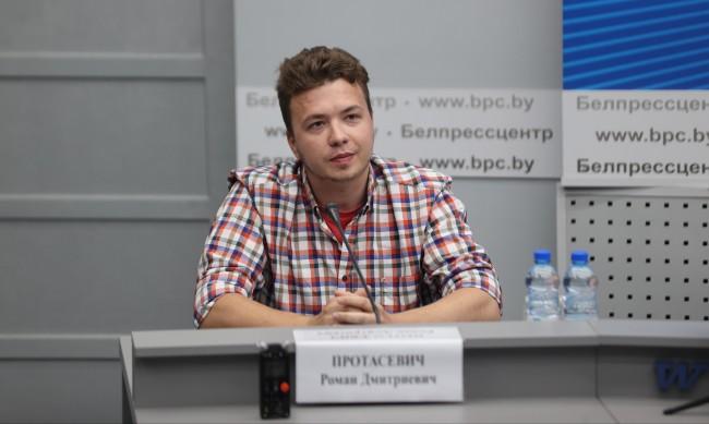 Протасевич: Не съм притискан да сътруднича на властите, уважавам Лукашенко
