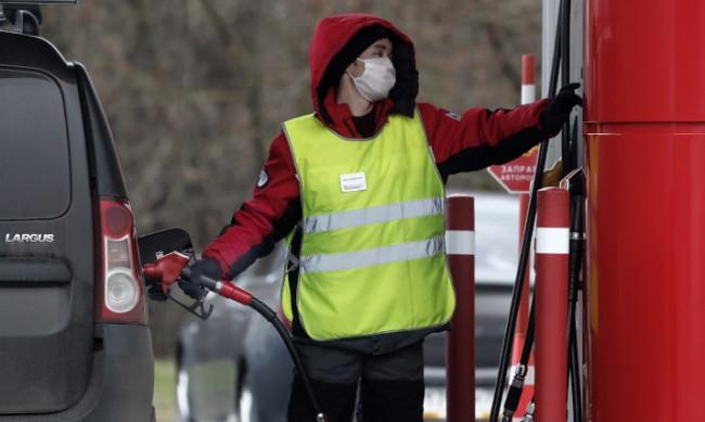 Като на филм: Бензиностанция се запали, гръмнаха и резервоари