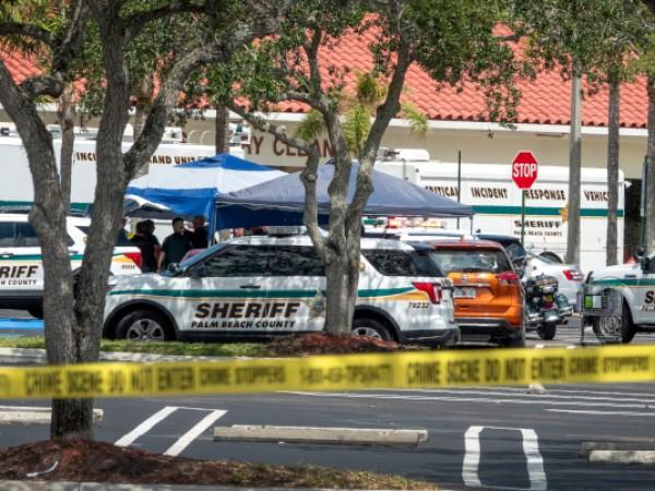 Един човек е убит и двама са ранени при стрелба