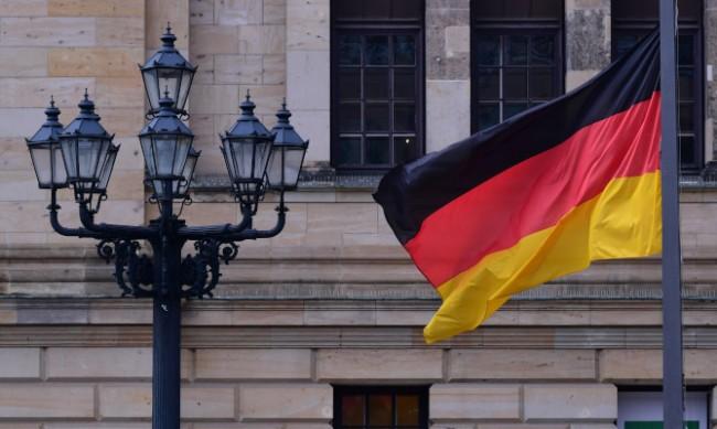 Разследват скандално парти с участието на германски войници