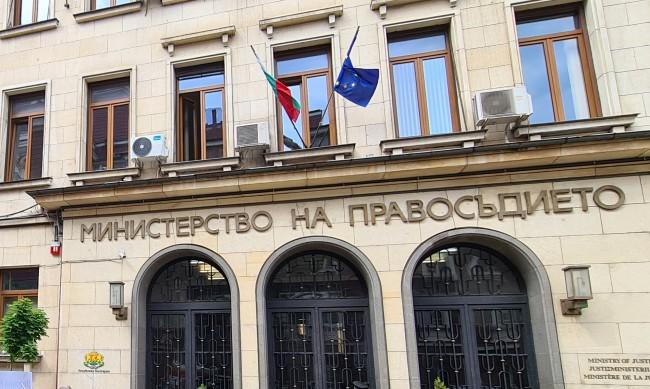 Шест хиляди души чакат за българско гражданство