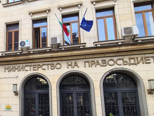 Шест хиляди души чакат за получаване на българско гражданство. Процедурата