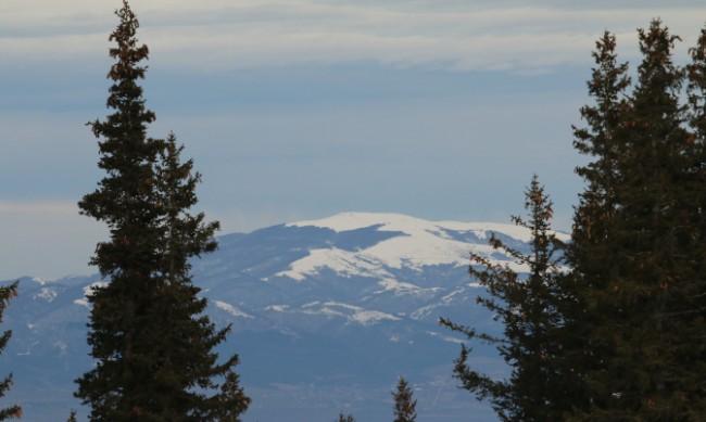 Снежна покривка покри високите върхове у нас