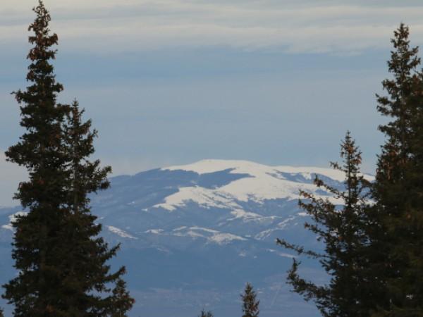 Снежна покривка се образува в най-високите части на планините. Кадри