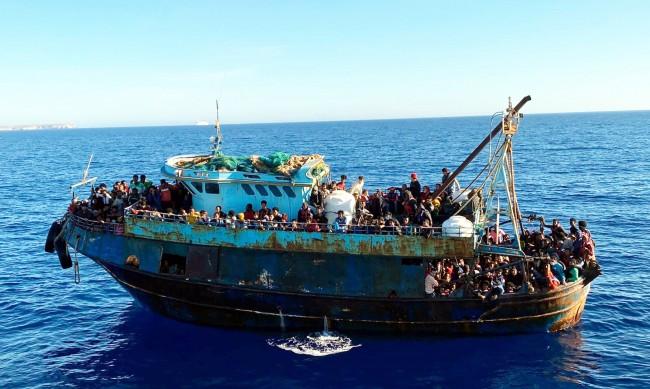 Лампедуза отвори за туристи, но тя никога не е затваряла за мигранти