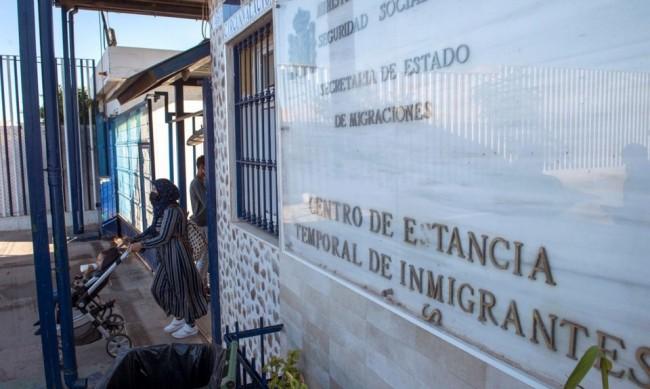 Полицаи ранени при нахлуване на мигранти в испанския анклав Мелиля