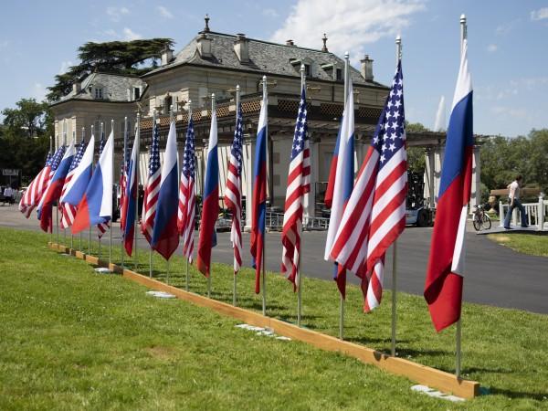 Делегациите на Русия и САЩ на срещата на върха в