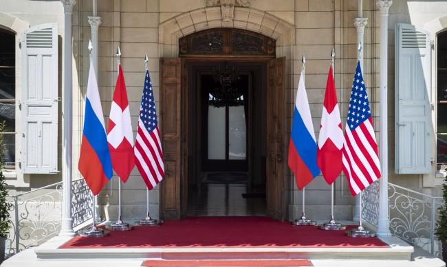 Вниманието на света е към Женева и срещата Байдън - Путин