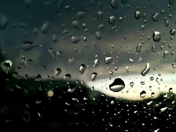 В средата на седмицата времето ще остане неустойчиво. Днес над