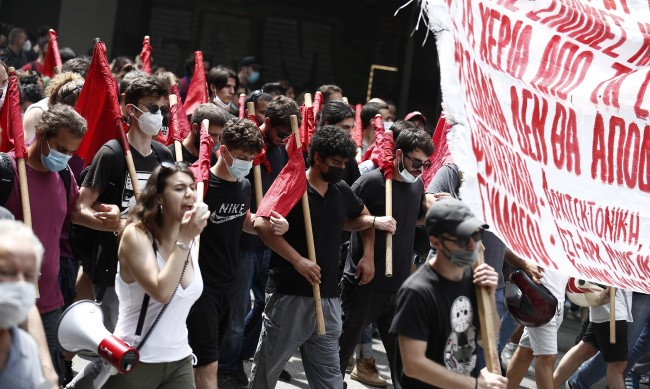 Гърците на стачка: Няма да ни превърнете в роби на 21-ви век!