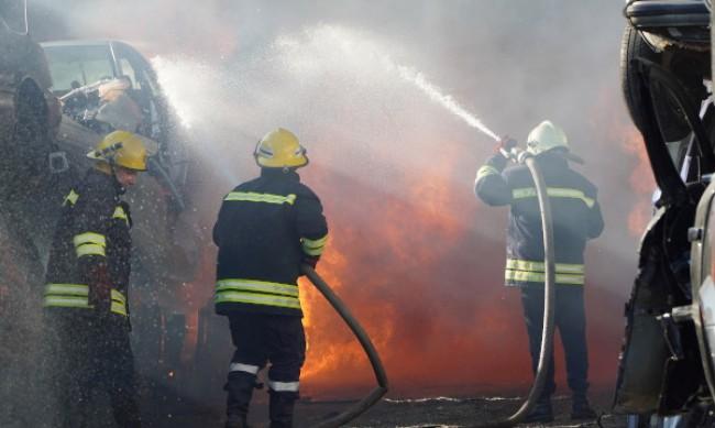 Щетите от пожара в химическия завод - за милиони