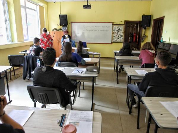 Снимка: Димитър Кьосемарлиев, Dnes.bgПо Вариант 1 пишат днес седмокласниците на