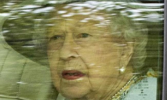 """Елизабет II е бясна заради скандала с името """"Лилибет Даяна"""""""