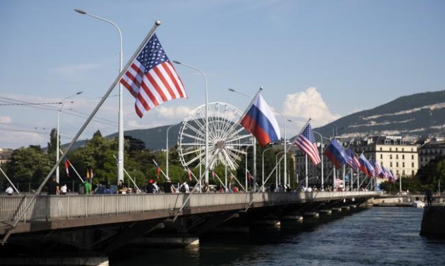 Властите в Женева спешно купуват руски и американски знамена