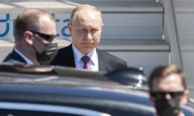 Путин пристигна в Женева за срещата си с Байдън