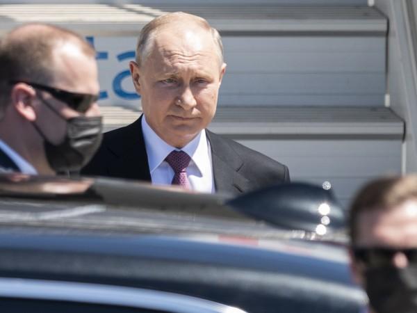 Президентът на Русия Владимир Путин пристигна в Женева. Следобед той