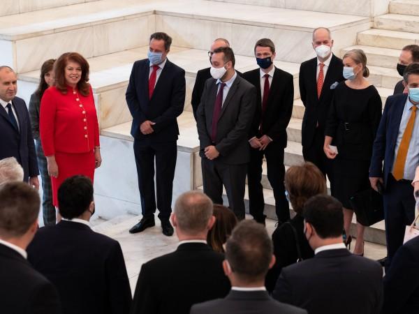 Служебният кабинет доказа, че министри с различни политически убеждения могат